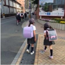 Terlihat siswa SD dan SMP sama-sama memulai aktivitas